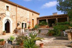 Ein Ferienhaus in Spanien? Wie wäre es mit einer Finca auf Mallorca für 6 Personen?